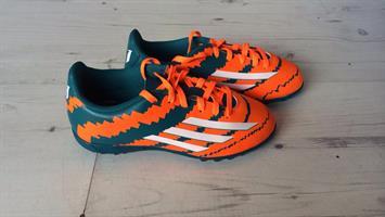 נעלי מסי קט רגל של אדידס בצבע כתום וטורקיז מק'ט 1016