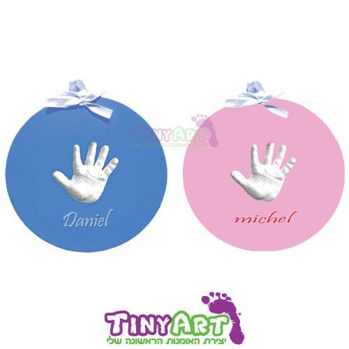 הטבעה תלת מימד של יד/רגל על בסיס תליה עגול